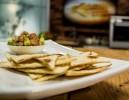 Tortilju čipsi ar avokado salsu