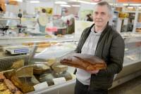 Egons Gūtmanis cep īstu rupjmaizi pēc senlatviešu receptēm