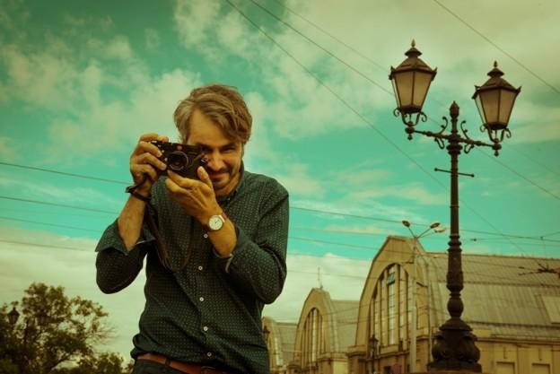 Fotogrāfs Gatis Rozenfelds iepērkas Centrāltirgū