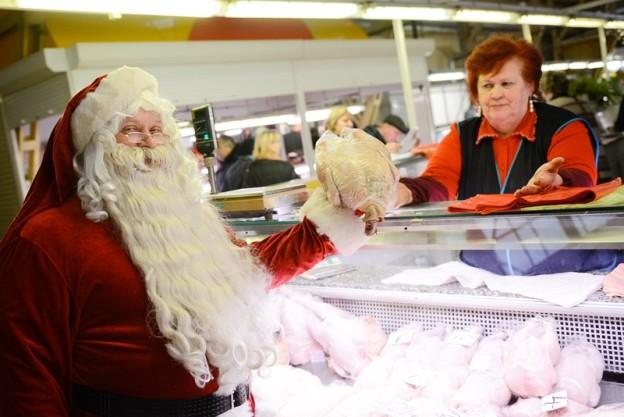 Ziemassvētku vecītis iepērkas Centrāltirgū
