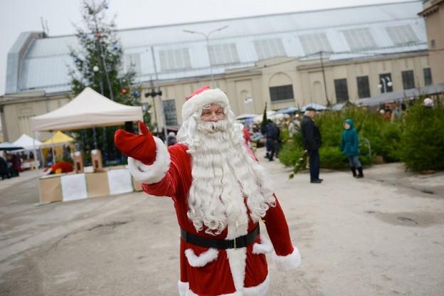 Ziemassvētku ieskandināšana Rīgas Centrāltirgū